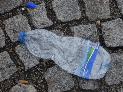 zerdrückte Plastikflasche © Paul Bock