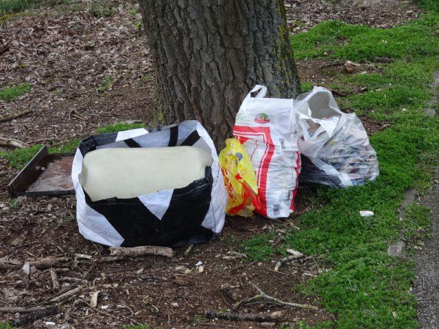 Müllsäcke im Wald © Paul Bock