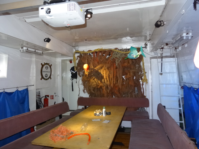 Vorführ- und Diskussionsraum unter Deck auf der Beluga II © oekobeobachter
